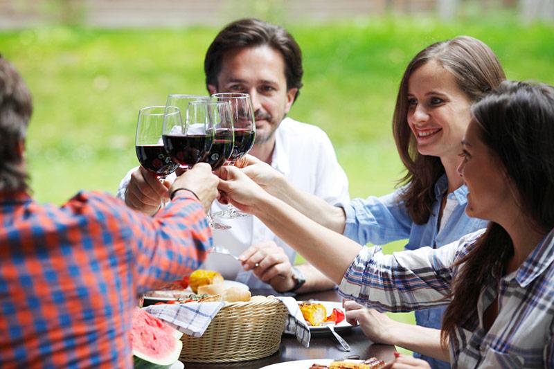 Arezzo group drinking wine